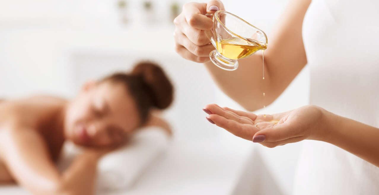 Massaggio riequilibrante con oli essenziali